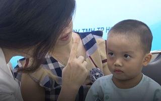 Cứu bé trai 2 tuổi thoát khỏi mù mắt do biến chứng viêm xoang