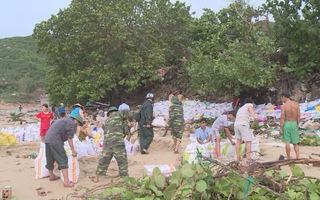 Hiểm nguy những ngôi nhà ở trên ngọn sóng ở làng triều cường ven biển Phú Yên