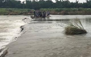 Chính quyền cấm đò, một phụ nữ liều mình lội sông bị chết đuối