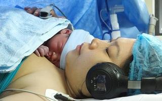 Tin nóng 24h: Sản phụ vừa nghe nhạc vừa sinh con