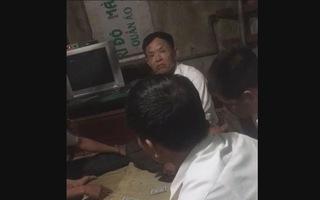 Dân tố bí thư Đảng ủy xã và phó chủ tịch UBND xã đánh bài ăn tiền tại công sở