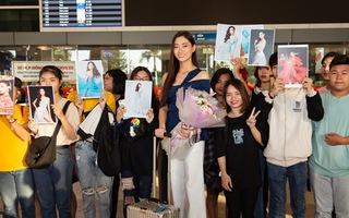 Các fan đón mừng Lương Thùy Linh trở về từ Miss World 2019
