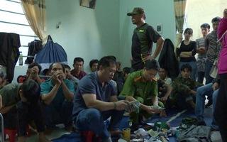 Trinh sát 'đột kích' sòng bạc giữa ban ngày, bắt giữ 44 người đánh bạc