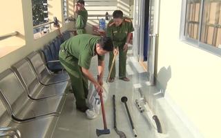 Video: Hai băng nhóm thanh toán nhau bằng súng, mã tấu, bom xăng