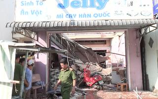 Video: Nổ bình gas khiến 1 căn nhà bị sập, 7 người bị thương