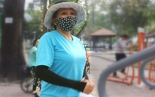 Tin nóng 24h: Đeo khẩu trang lúc tập thể dục buổi sáng, có tốt cho sức khỏe?