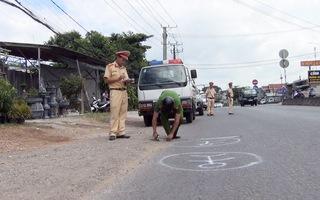 Tài xế xe đưa rước làm rơi học sinh xuống đường bị xử phạt hơn 2,7 triệu đồng