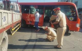 Xe tải tông xe khách nhiều người nhập viện