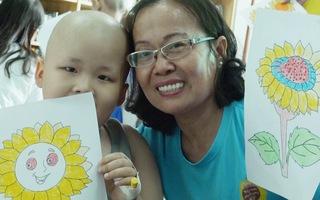 G&243;c nh&236;n trưa nay | Chuyện những người mang y&234;u thương đến bệnh nhi ung thư