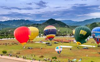 Ngắm Sơn La đầy màu sắc với Lễ hội khinh khí cầu quốc tế
