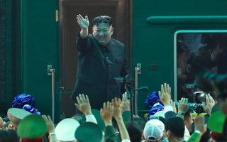 Chủ tịch Kim Jong Un lên tàu bọc thép ở ga Đồng Đăng về nước