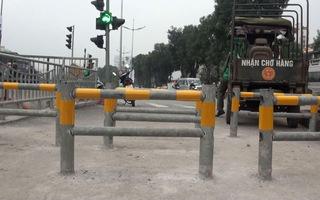Lắp rào chắn ngăn xe máy trên đường đi bộ ven sông Tô Lịch