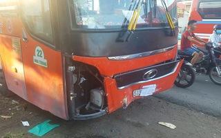 Xe Phương Trang kéo lê xe máy đi hàng chục mét, một người chết tại chỗ