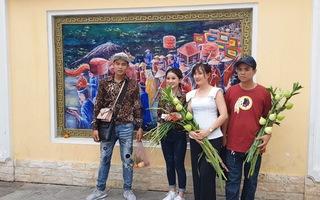Độc đáo làng bích họa về lễ hội vía bà ở An Giang