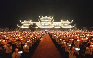 Lung linh đêm hoa đăng Đại lễ Phật đản 2019