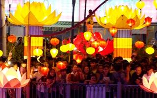 Lung linh lễ hội thả đèn hoa đăng lớn nhất Sài Gòn