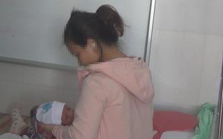 Bà mẹ trẻ hối hận khi bỏ rơi con mới 3 ngày tuổi ở ven quốc lộ
