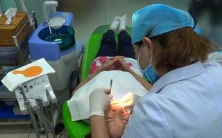Hi hữu răng giả nằm trong thực quản bệnh nhân gần 4 năm