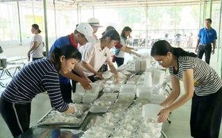 Nấu cơm phục vụ miễn phí cho học sinh thi THPT