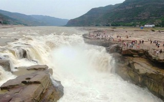 Ngoạn mục thác nước Hồ Khẩu trên sông Hoàng Hà