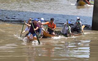 Video: Vui nhộn đua xuồng trên sông nước miền Tây