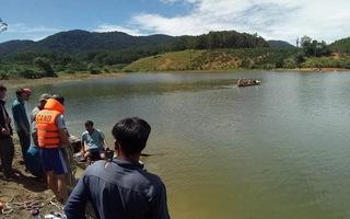 Đi câu cá bị lật xuồng, 3 nam sinh chết đuối