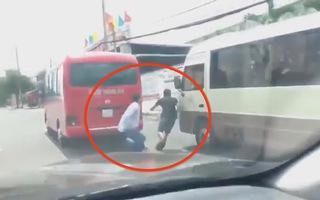 Xử phạt 15 triệu đồng 2 tài xế xe khách rượt đuổi nhau vì tranh giành khách
