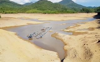 Nắng hạn kéo dài, nhiều hồ thủy lợi ở Thừa Thiên Huế cạn trơ đáy