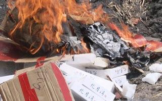 Phát hiện và tiêu hủy hơn 200 bánh trung thu bao bì chữ Trung Quốc không rõ xuất xứ