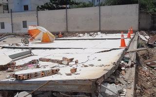 Đứng tránh nắng, hai công nhân bị bức tường đẻ tử vong