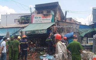 Cháy tiệm sửa xe trong chợ, nhiều người hốt hoảng ôm đồ tháo chạy