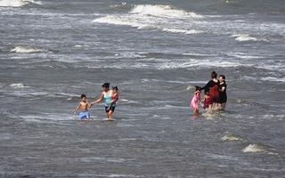 Thiệt mạng khi tắm biển: do du khách mê chơi hay do quản lý kém?