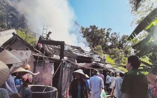 Một Xóm trưởng kêu cứu vì bị dọa giết, đốt nhà chứa rơm