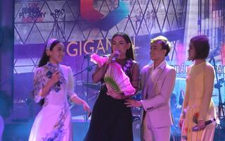 Ca sĩ Phi Nhung tổ chức liveshow cùng các con nuôi