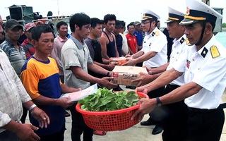 Cứu 46 thuyền viên tàu cá Quảng Ngãi mắc cạn gần quần đảo Trường Sa