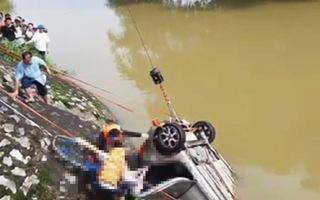 Taxi lao xuống sông trong đêm, một người thiệt mạng