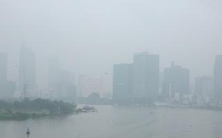 Sương mù dày đặc, báo động ô nhiễm không khí tại TP.HCM