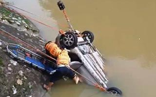 Tìm thấy thi thể tài xế ô tô lao xuống sông