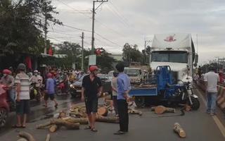 Tạt đầu xe container, tài xế xe ba gác chết thảm