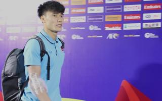 Video: Thủ môn Bùi Tiến Dũng và nhiều cầu thủ U23 Việt Nam phải chườm đá sau trận gặp UAE