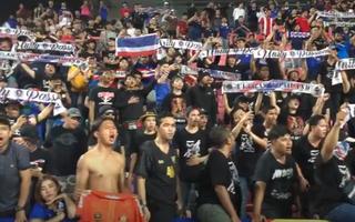 Video: Lọt vào tứ kết, hàng ngàn CĐV hát đồng ca cùng tuyển U23 Thái Lan
