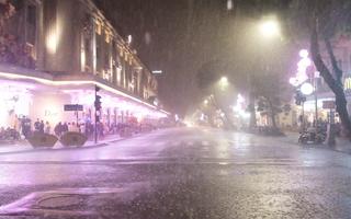 Video: Hà Nội mưa lớn trước thời điểm bắn pháo hoa