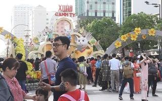 Đường hoa Nguyễn Huệ mở cửa 2 ngày, 9 trẻ nhỏ bị lạc