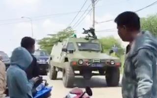 Video: Huy động xe bọc thép, chó nghiệp vụ vây ráp đối tượng xả súng ở Củ Chi