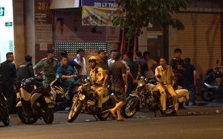 Video: Trắng đêm vây bắt đối tượng nghi cầm lựu đạn cố thủ
