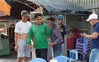 Video: Một người đàn ông bị đánh oan chỉ vì nghi ngờ xài tiền giả
