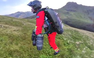 Video: Bộ đồ bay giúp con người có thể bay lượn với vận tốc 50km/h