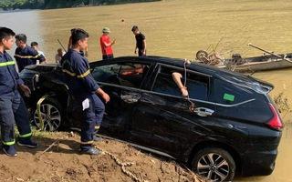 Video nóng: Xe ôtô lao xuống sông Mã, 3 người tử vong