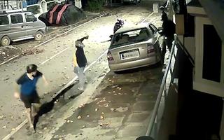 Video: Người đàn ông một mình chống lại ba tên trộm đi ô tô