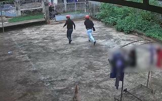 Video: Bốn thanh niên cầm dao đột nhập nhà dân trộm hai chiếc quần jean